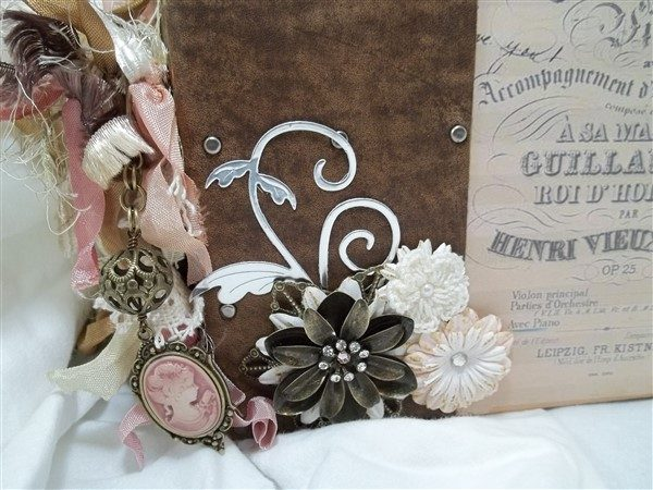 trousseau mini album by butterbeescraps