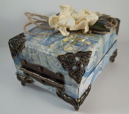 altered box using tim holtz paper