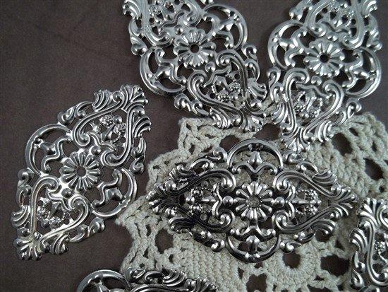 Oval Metal Filigree Embellishment (#083)