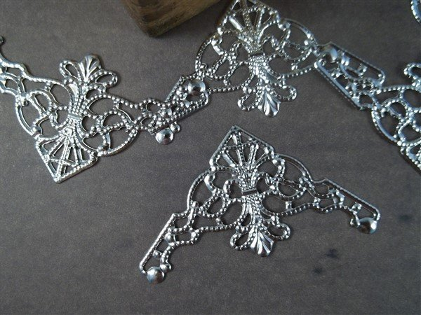 Small Corner Metal Filigree Embellishment (#807)